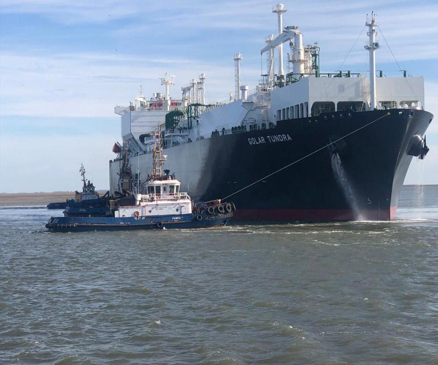 Sigue siendo constante la llegada de metaneros al puerto de Bahía Blanca