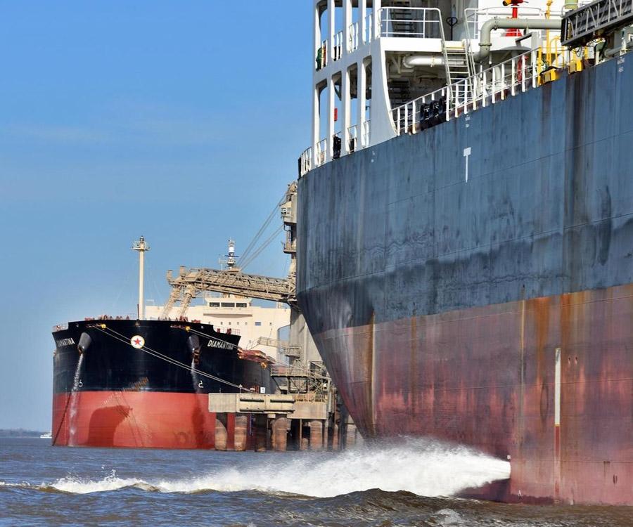 Preocupación en los puertos del Gran Rosario por pedidos salariales de la UOCRA