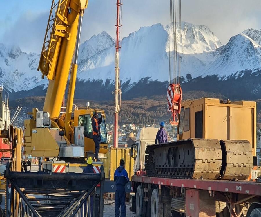 Llegan a Ushuaia equipos para la ampliación del muelle comercial