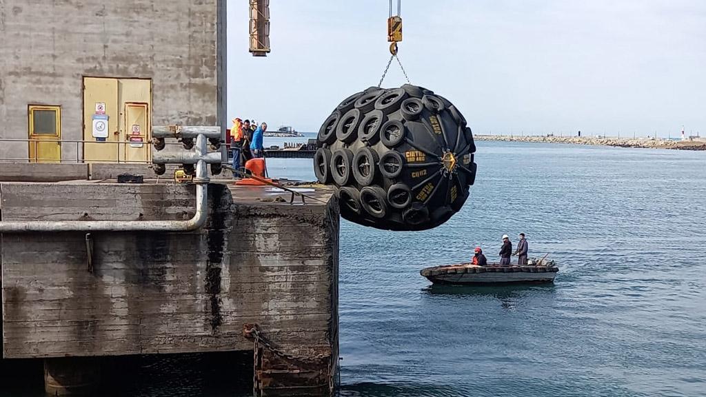 Puerto Quequén optimiza sus embarques con nuevas defensas neumáticas