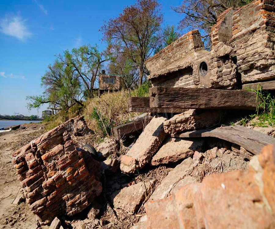 Santa Fe: por la bajante asoman restos de un puerto olvidado del siglo XIX