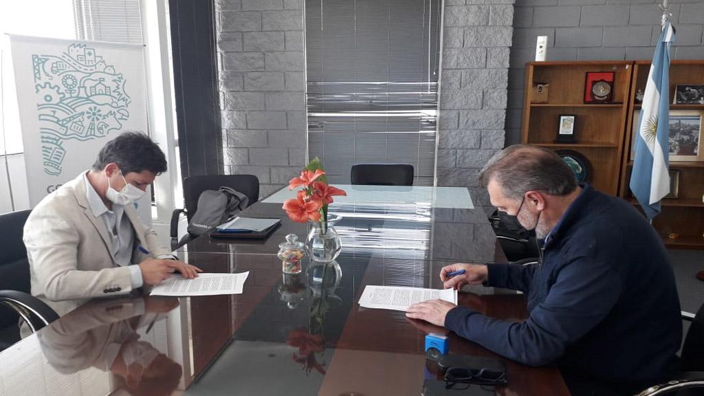 Se firmó el contrato para el dragado de mantenimiento en el puerto de Mar del Plata
