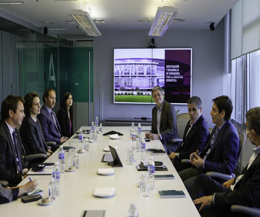 En fotos y video: reunión de directivos de YPF con miembros de la Embajada de EE.UU.