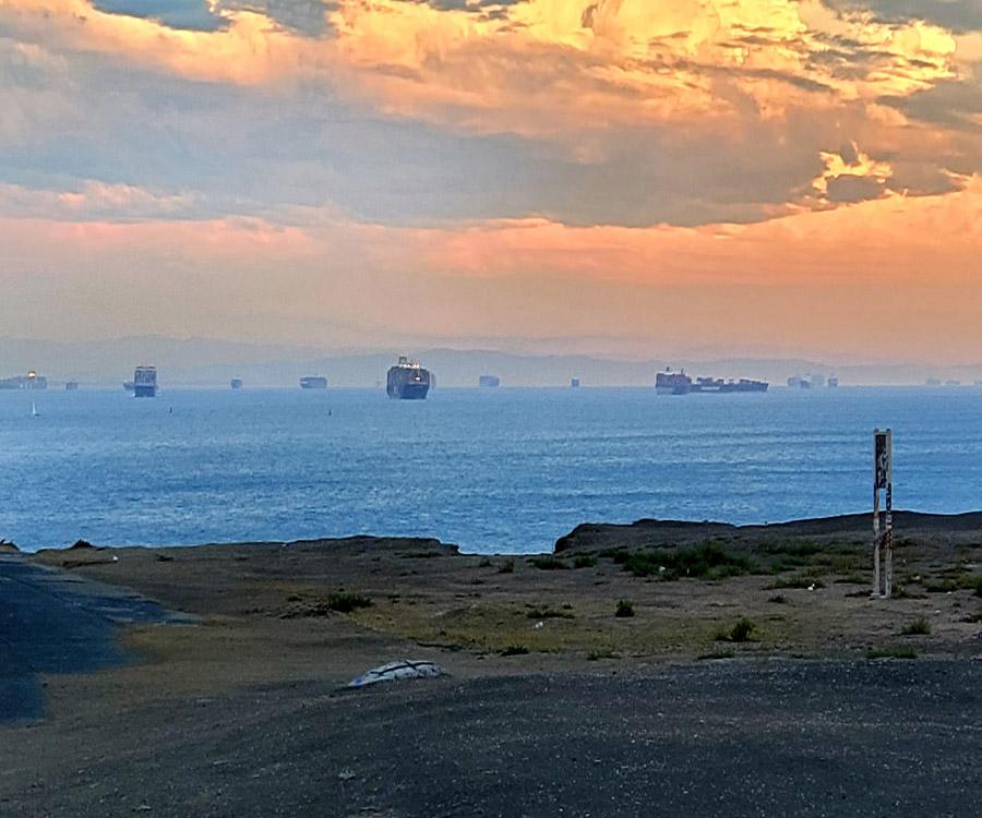"""""""Containergedón"""": la crisis lleva a Walmart y varios rivales a contratar sus propios barcos"""