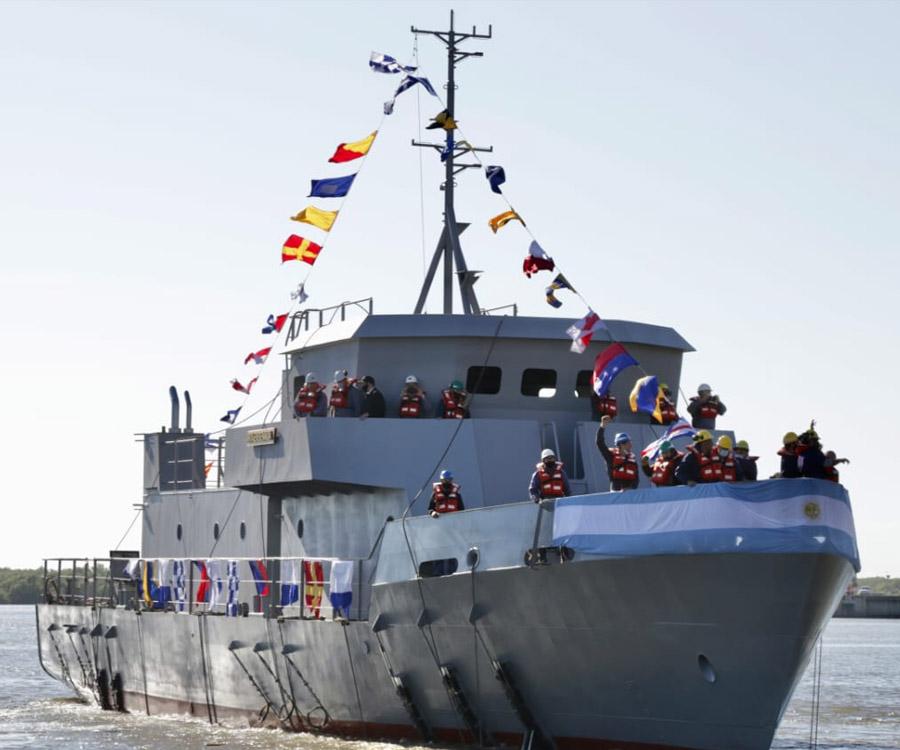 Video: botaron en Río Santiago una embarcación de entrenamiento para la Armada