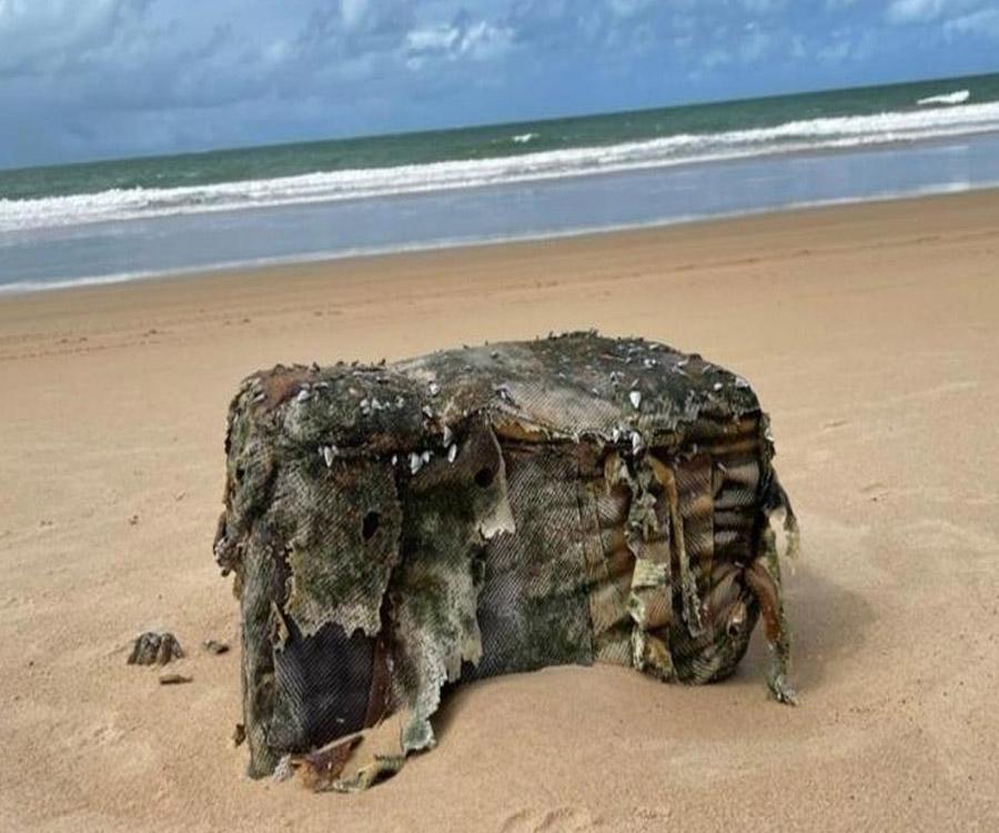 """Las """"misteriosas cajas"""" de un barco nazi hundido que aparecen en las costas de Brasil"""