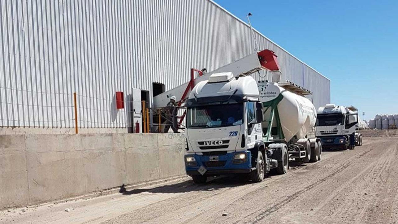 El proyecto de la empresa que compró 100 camiones a GNC para Vaca Muerta