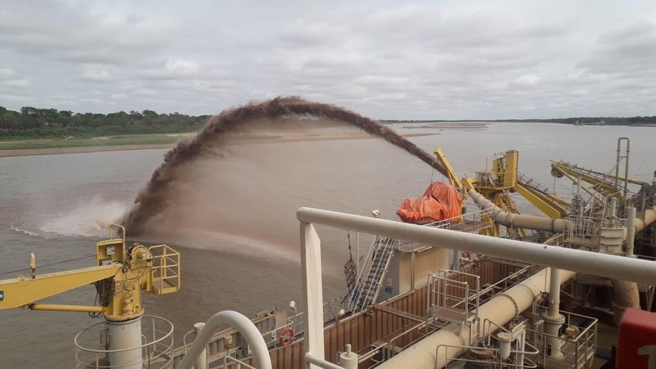 Dragado de emergencia en el río Paraguay para garantizar la navegación pese a la bajante