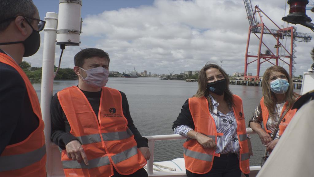 Recorrida del ministro Augusto Costa por las instalaciones portuarias de Dock Sud