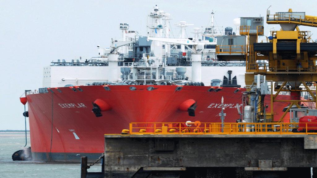 El secretario de Energía no descartó el regreso de otro buque regasificador al país