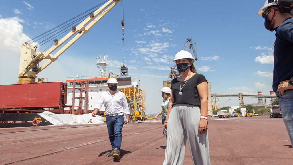 Cecilia Comerio y los desafíos de la producción y el empleo en el puerto de San Nicolás