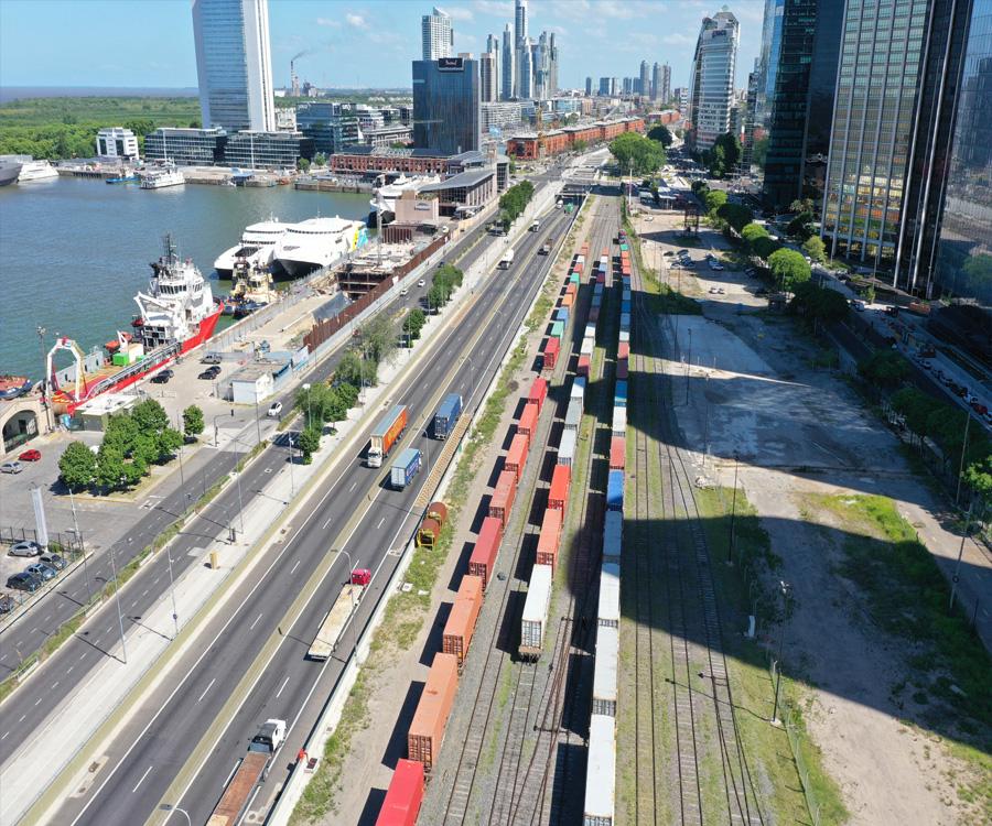 El puerto de Buenos Aires exportó alfalfa santiagueña a Arabia Saudita