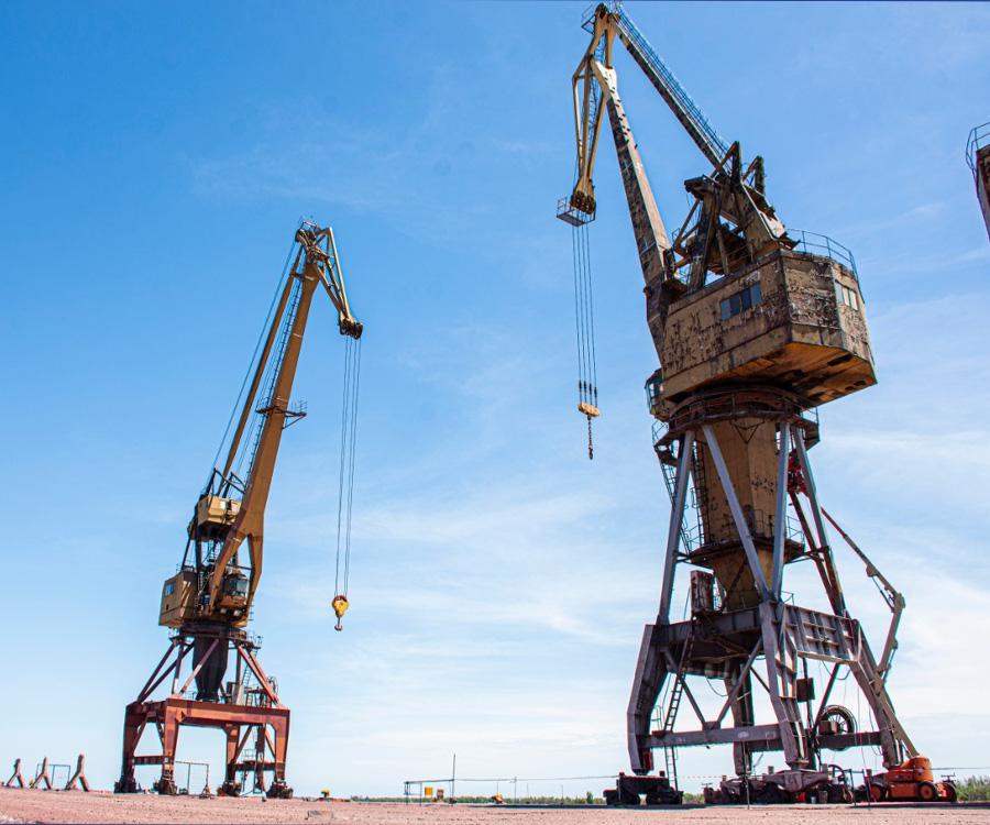 San Nicolás: mantenimiento en una grúa Ganz y aumento salarial a trabajadores