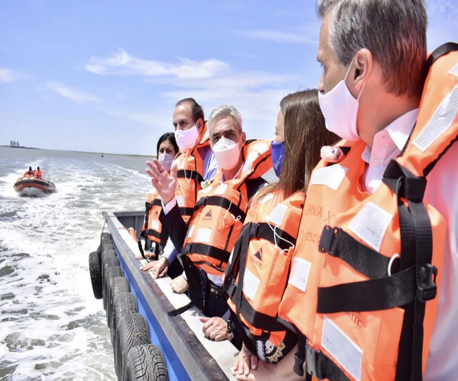 Meoni recorrió por mar y tierra el puerto de Bahía Blanca y anunció inversiones