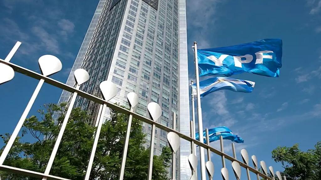 YPF finalizó con éxito su canje de deuda y se alejó del temido default