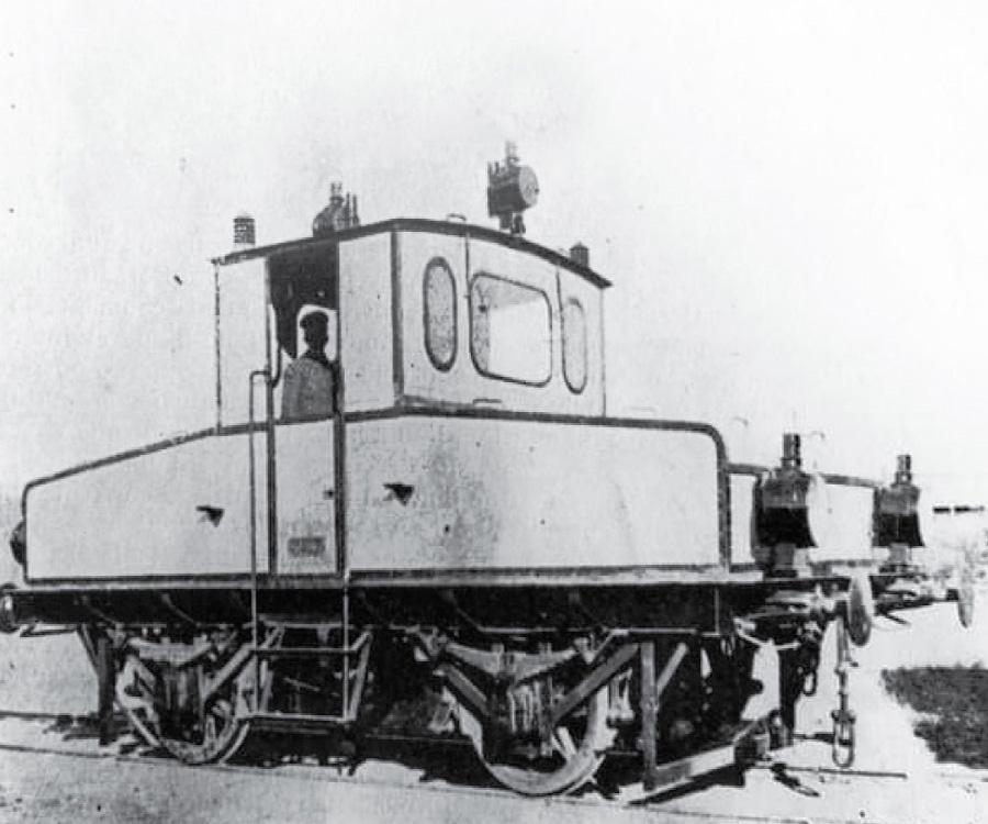 La primera locomotora eléctrica argentina funcionó en la Base Baterías de la Armada