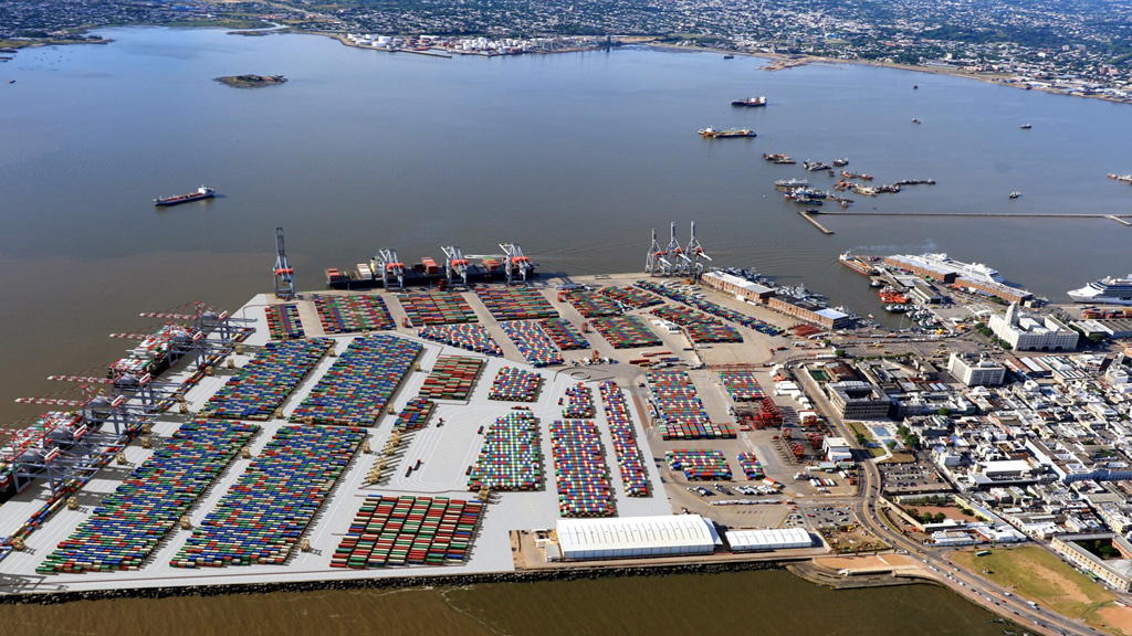 Cuasi monopolio en el puerto de Montevideo y exposición a una demanda internacional