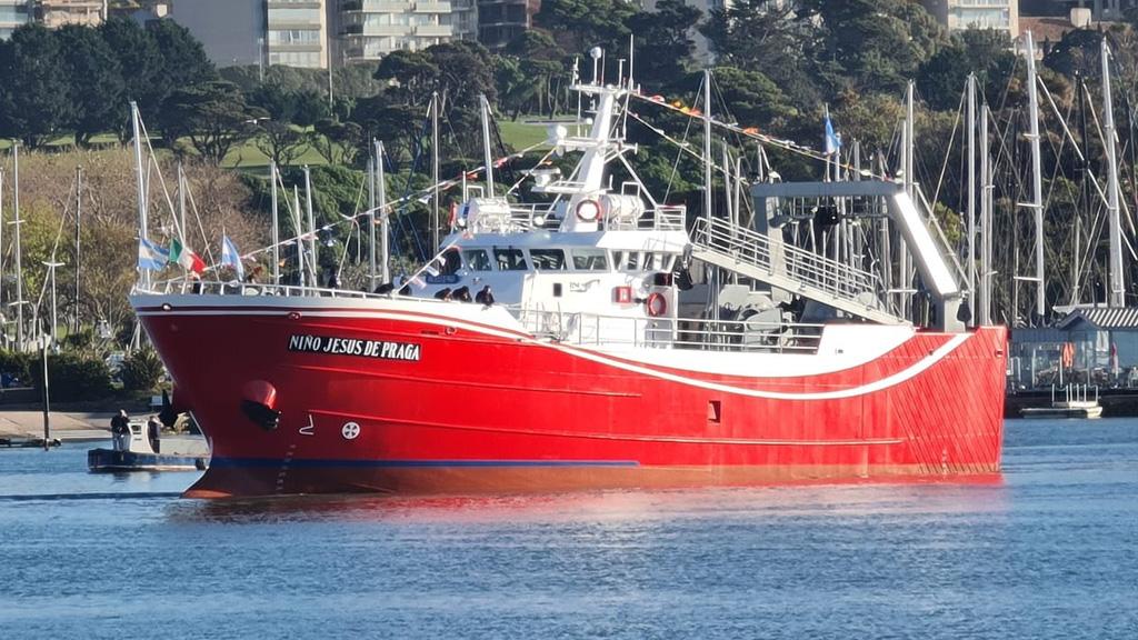 """Botan un pesquero en Mar del Plata y aseguran que la renovación de la flota """"es una realidad"""""""