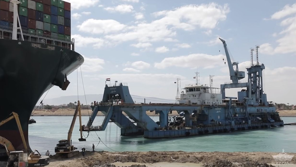 Egipto presenta un plan para ampliar el Canal de Suez