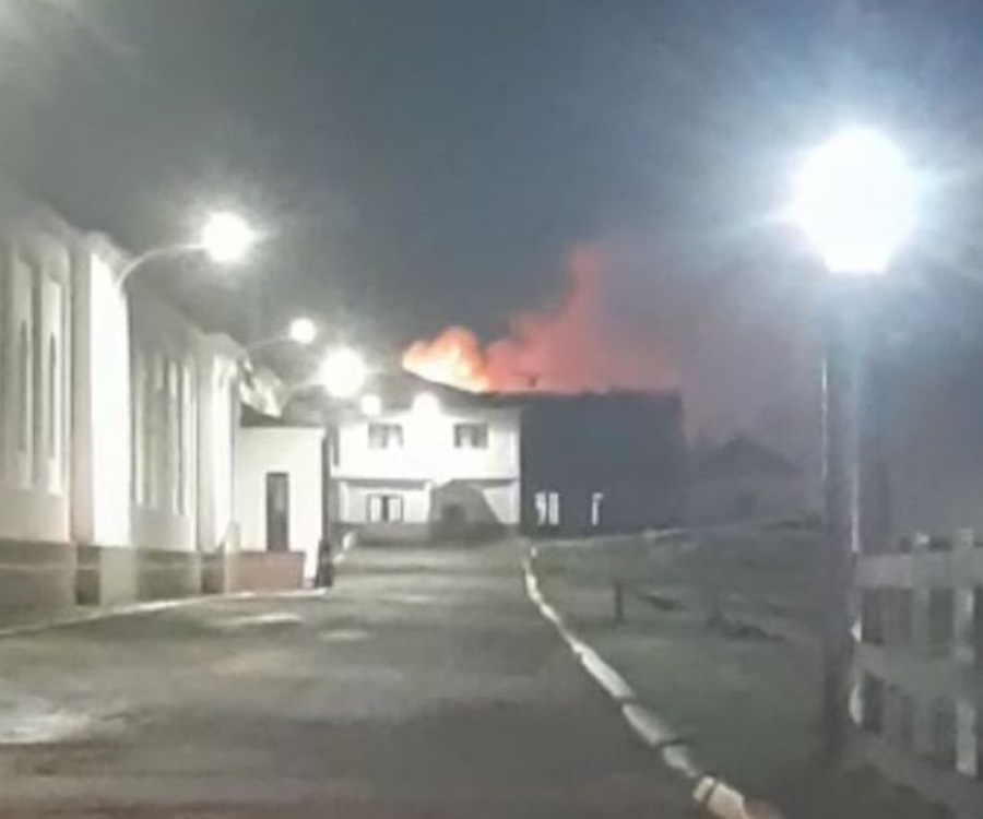 Videos: Incendio de grandes proporciones en el interior de la Base Naval Ushuaia