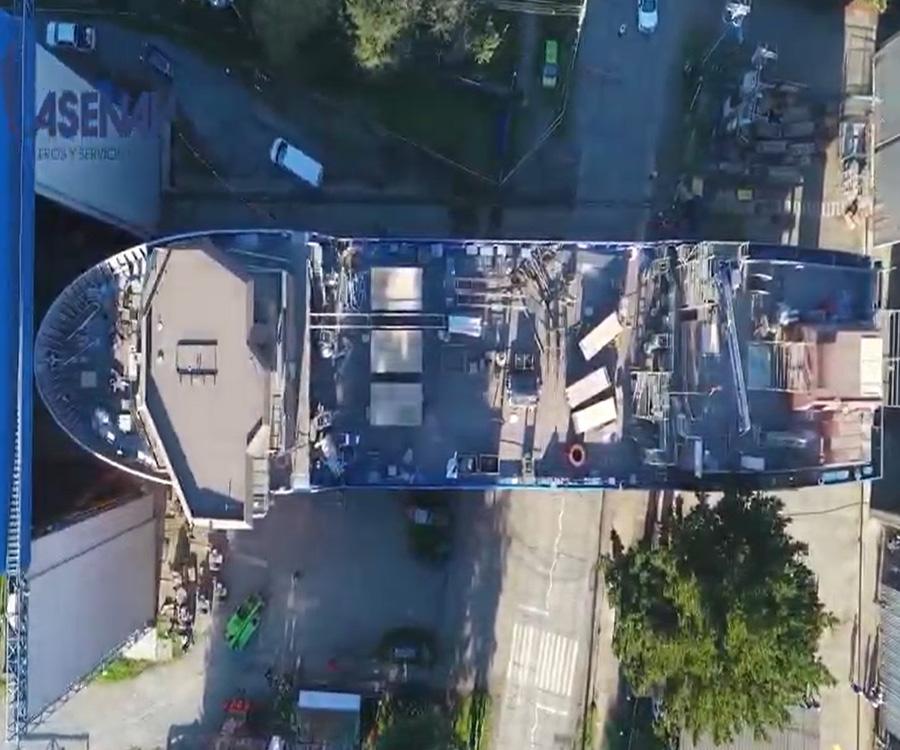 Mirá el video de un barco cruzando una calle en Chile