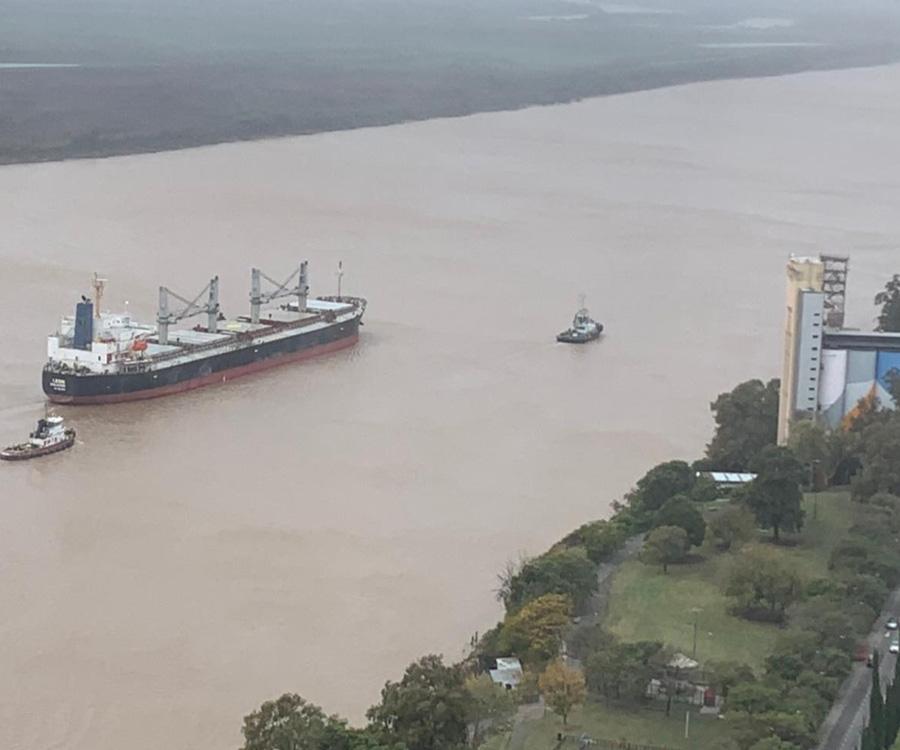 """Autorizan la zarpada de los 7 buques que estaban """"varados"""" en el área del Gran Rosario"""