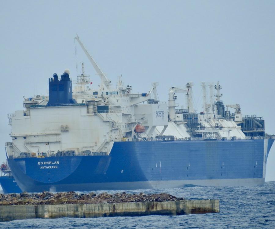Se demora el ingreso del regasificador Exemplar al puerto de Bahía Blanca