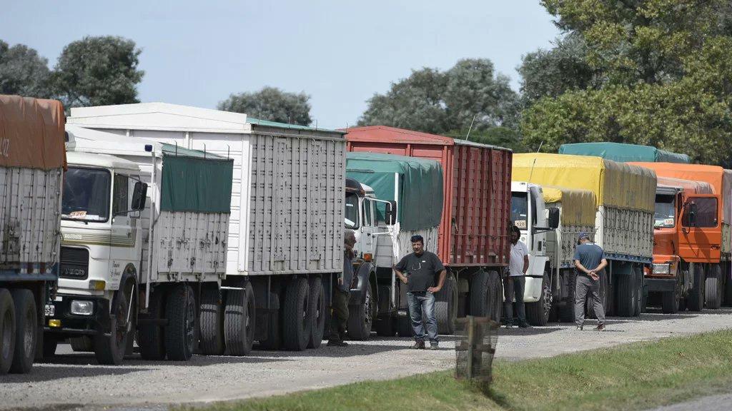 Transporte acordó una suba del 20% para el transporte automotor de cereales y oleaginosas