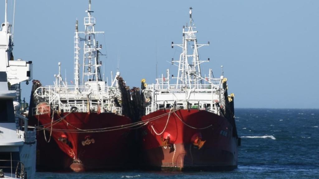 Comenzaron a vacunar a tripulantes de la flota pesquera de Chubut