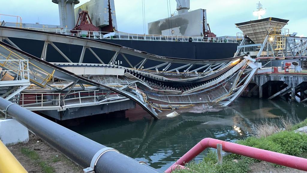 Puerto Quequén: se desplomó un sector de Pier Doce y un trabajador debió ser rescatado del río