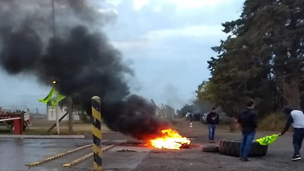 Huelgas y piquetes vuelven a castigar a los puertos del complejo agroexportador